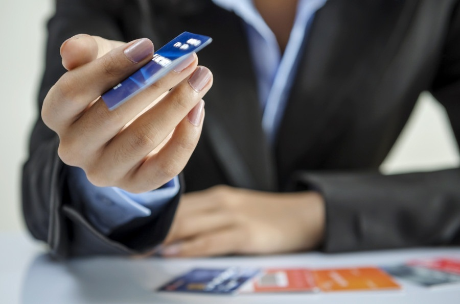Debt Consolidation Loan vs. Balance Transfer Credit Cards: Which Is A Better Option For You?
